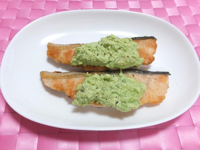 鮭のムニエル アボカドソース