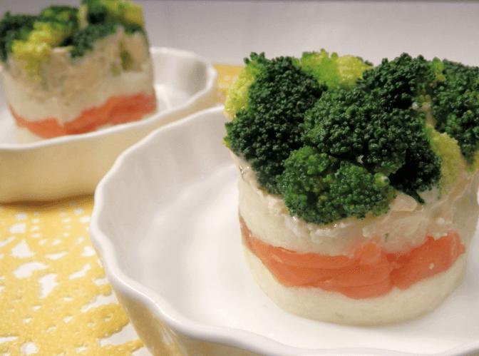 ブロッコリーとサーモンのセルクルサラダ